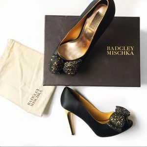 Badgley Mischka Xolani black gold bow pumps